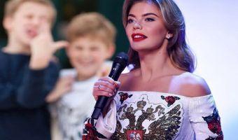 Патриотизм 80 lvl. Алина Кабаева уже неделю не снимает платье с двуглавым орлом на груди