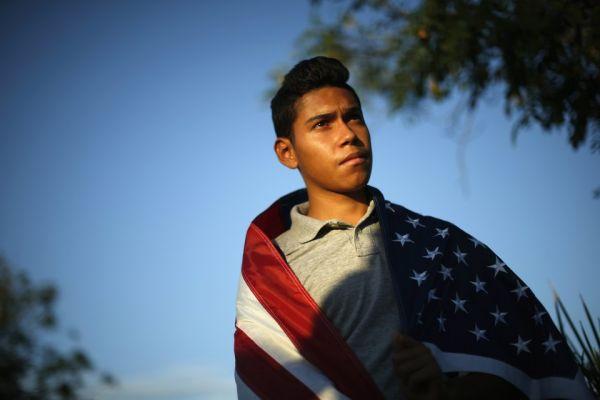 Адвокат из США захейтил иммигрантов за беседу на испанском. Его наказанием станут тако и куча пиньят