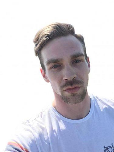 Парень провёл эксперимент в Tinder и выяснил, какой должны быть борода и причёска, чтобы понравиться девушкам