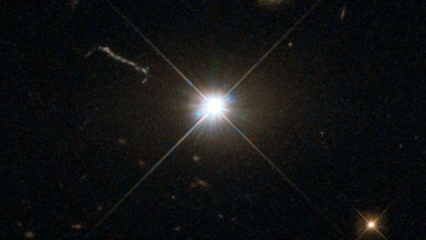 Учёные нашли самую быстрорастущую чёрную дыру в мире. Угрожает ли она Земле и почему светится