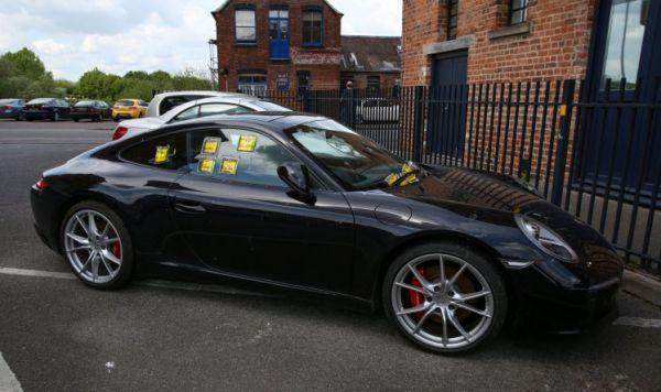 Британец на Porsche стал знаменитым из-за числа штрафов за парковку. Всему виной его упрямство