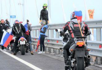 На Крымском мосту замечены первые нарушители. Это «Ночные волки», и их сгубила любовь к селфи