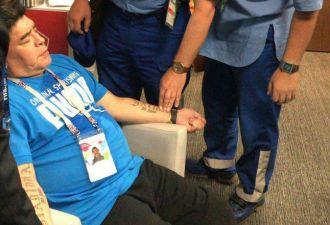 Диего Марадоне понадобилась помощь врачей во время матча ЧМ. Фанаты подозревают, что дело в наркотиках