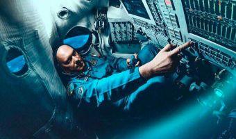 Прачечная для инопланетян? Космонавт снял видео с МКС, но летящий мимо аппарат вызвал у людей вопросы