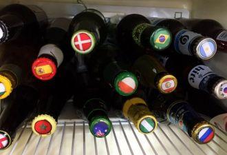 Англичанин устроил чемпионат холодильника по пиву среди бутылок из 32 стран. Здесь Россия тоже не фаворит