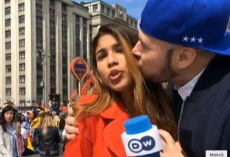 Русский болельщик на ходу поцеловал испанскую журналистку в щёку. Она обвинила его в домогательстве