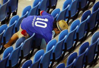 Японцы — всегда японцы, даже на стадионе, и убирают за собой мусор после игры. Но не только они!