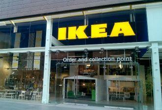 Английские фанаты отметили победу над Швецией в магазине IKEA. Сотрудники не решились возражать