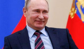 Путин пошутил над фамилией дипломата Небензи и предложил его переименовать. Теперь в сети шутят над Путиным