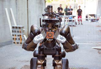 Этот робот-кентавр создан для спасения людей. Но также может выступать на соревнованиях по каратэ