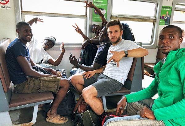 Русский блогер спас обманутых африканских болельщиков на ЧМ-2018. Правда, верят в его доброту не все