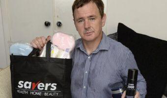 Британец-лунатик заснул в магазине и скупил кучу ненужных товаров. Хуже было, лишь когда он решил их вернуть