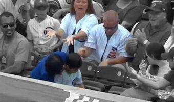 Фанат забрал у ребёнка мяч на бейсболе и стал антигероем матча. А ведь он просто хотел как лучше