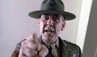 У солдата в армии украли туалетную бумагу. Его матери в твиттере пишут, что так воспитывают настоящих мужчин