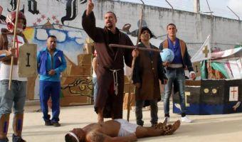 Осуждённый за убийство мексиканца «русский наци-лорд» в тюрьме встал на путь исправления. Ему помог театр