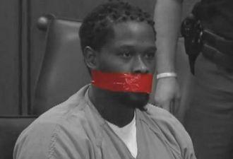 Подсудимому в США заклеили рот, чтобы он не спорил с судьёй. И многие считают, что он это заслужил