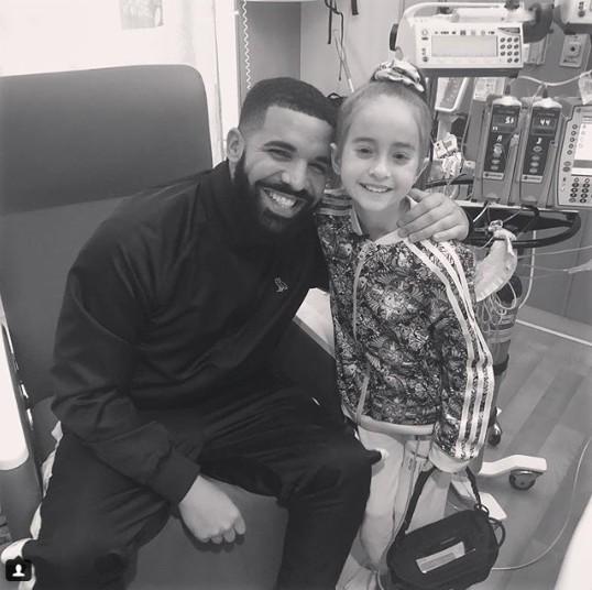 Солист Дрейк пришел надень рождения 11-летней пациентки, ожидающей пересадку сердца