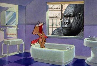 Англичане пожаловались на гориллу, которая подглядывала им в окна. И в этой истории есть только одно «но»