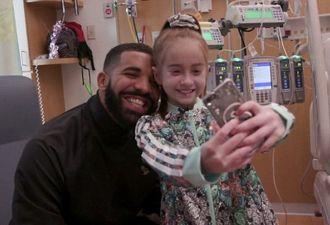 Рэпер Дрейк навестил девочку в больнице. Оказывается, если станцевать под его песню, многое может исполниться