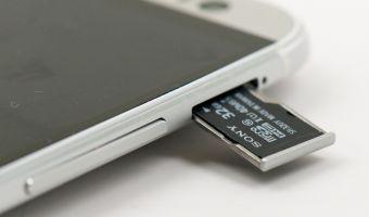 В Android нашли уязвимость безопасности SD-карт. Под угрозой — браузер Xiaomi и переводчики Google и «Яндекса»