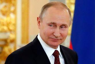 «Не хотел, но сумел заставить себя». Путин подписал закон о росте НДС, но люди винят двойников и депутатов