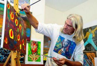 Англичанин перенёс инсульт и проснулся в больнице художником. До недуга он не мог толком нарисовать и квадрата