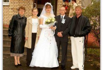 Найдено самое удобное свадебное платье, и оно с карманами. Невесты так рады, что готовы прятать туда даже торт