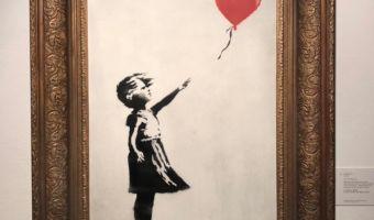 Картина Бэнкси самоуничтожилась сразу после продажи с аукциона. Кажется, теперь она ещё ценнее