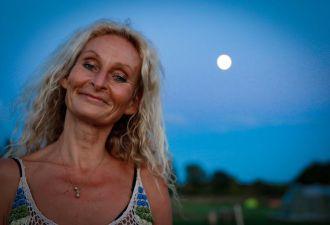 Женщина из Австралии 27 лет ест только сырые фрукты. Она не только здорова, но и живёт счастливее вас