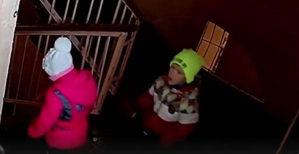 devchonki-ne-zametili-chto-ih-snimaet-skritaya-kamera-smotret-video-trah-foto-zagorelie-kupalniki