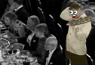 Официант уронил еду на президента Шведской академии наук. Его мимика заслужила Нобеля. Мистер Бин, подвинься!