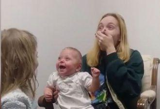 Глухая малышка впервые услышала голос старшей сестры. Реакцию ребёнка (и всех остальных в семье) надо видеть