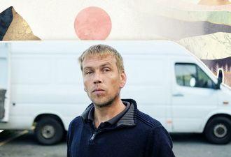 Парень из Англии спит в фургоне в ужасных условиях, но ни за что не изменит образ жизни. Причина за его окном