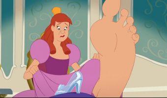 Телеведущая знает, что делать, если обувь маловата. Всё гениальное просто, и её лайфхак не исключение