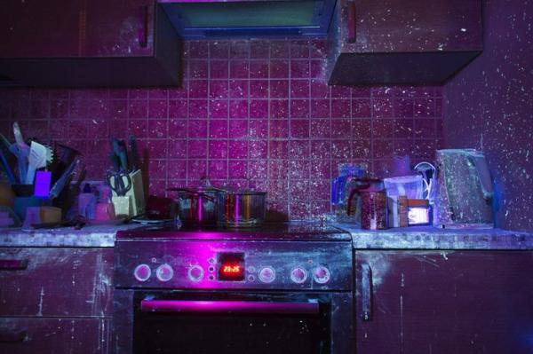 Парень показал свою кухню в ультрафиолете, и это мерзковатое зрелище