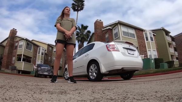 Клиенты оплатили чек и ушли, однако уже через пару часов вернулись в ресторан и вручили ошеломлённой Адрианне ключи от автомобиля. На улице её ждал белый Nissan Sentra 2011.
