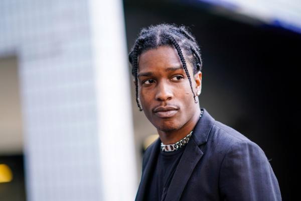 В Сеть попало видео для взрослых с участием рэпера A$AP Rocky. Его уже удалили, но мемы так просто не стереть