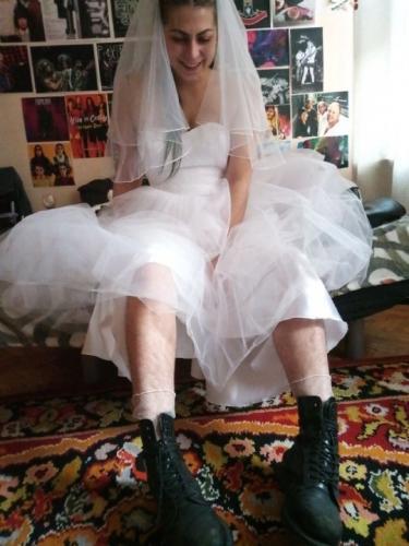 Девушка вышла замуж, но она - невеста не для впечатлительных. И её внешность - удар по вековым традициям