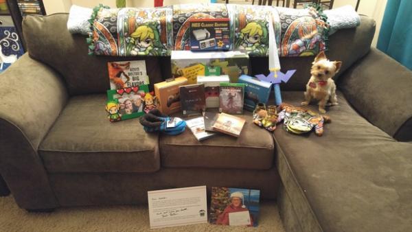 Девушка получила 36 килограмм подарков от Тайного Санты. Но основным сюрпризом стали не презенты, а сам Санта