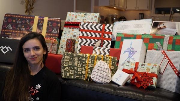 Девушка получила свыше 30 подарков от Тайного Санты. Но основным сюрпризом стали не презенты, а сам Санта