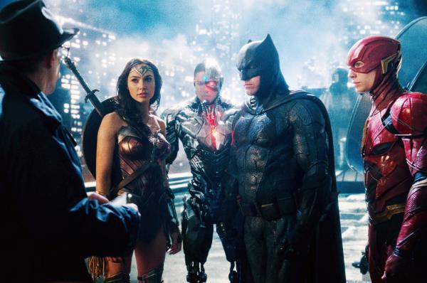 """Фанатки присмотрелись к кадрам из """"Лиги справедливости"""". Возможно, мы ошибались насчет способностей Супермена"""
