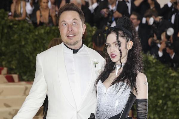 """""""Граймс беременна? Не Илон?"""" Основатель SpaceX не зря танцевал, как батя, ведь он им станет, но фанам страшно"""