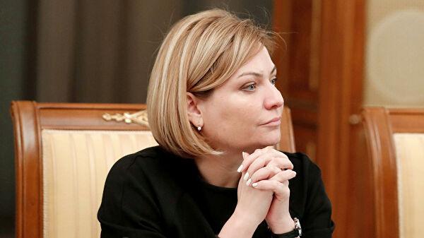Новому министру культуры - свежие мемы. На смену Мединскому пришла Любимова, и твиттер уже оценил её футболку