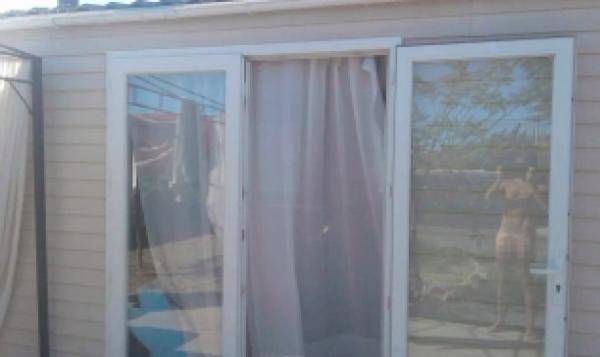 Мужчина отправил семье фото из нового дома, но ошибся ракурсом. Снимок рассказал слишком многое