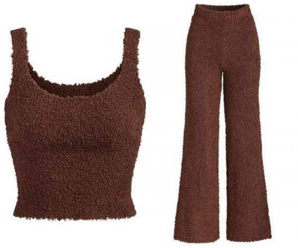 Девушка раскошелилась на брендовую одежду от Ким Кардашьян, а зря. Реальность оказалась суровее ожиданий