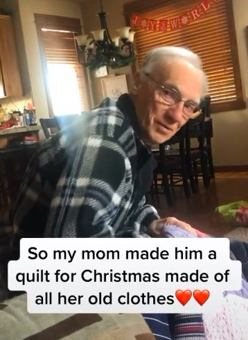 Дедуля не сдержал слёз, когда получил в подарок одеяло. Но оно очень необычное и никого не оставит равнодушным