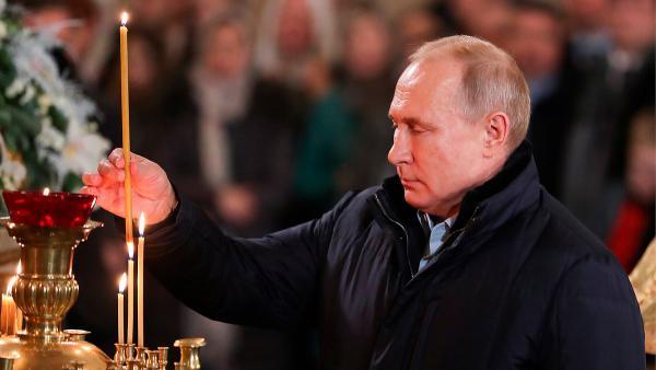 """Обратиться к Путину может любой, и """"прямой линии"""" ждать не нужно. Ведь """"икону"""" с президентом продают в Пулково"""