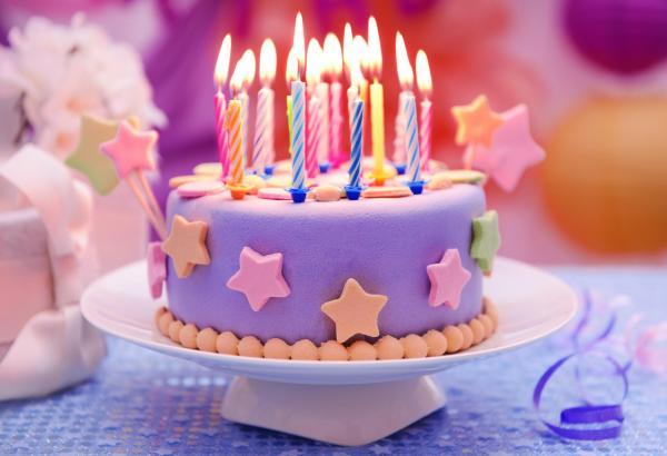 Девочка отметила день рождения так, что её исключили из школы, и дело не в пьянстве. Всему виной торт и свитер
