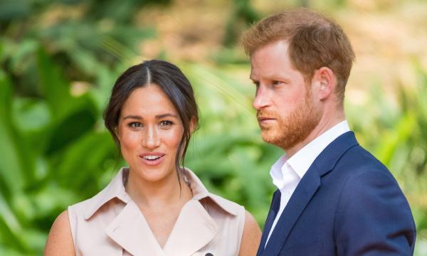 Принц Гарри и Меган Маркл расстроили королеву Англии. Они решили снять с себя полномочия, не спросив совета