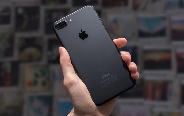 iPhone 7 максимально подешевел в России с момента его релиза. Теперь он один из самых доступных девайсов Apple